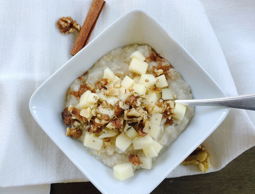 Old-Fashioned Oatmeal with Apples, Cinnamon and Walnuts