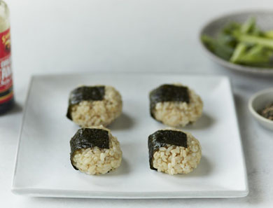 BROWN RICE ONIGIRI_390x297