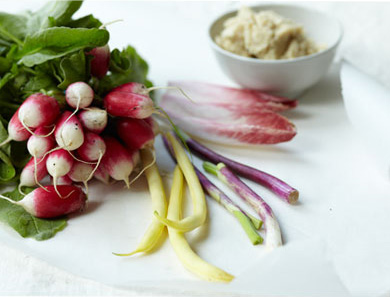 CRUDITÉS WITH CANNELLINI BEAN HUMMUS_390x297
