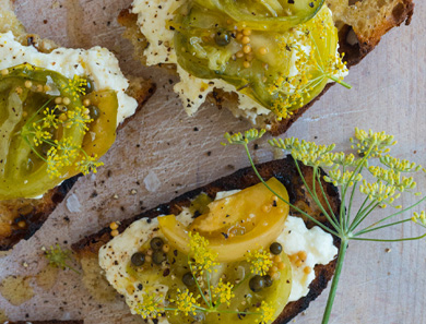 GRILLED BREADS WITH PICKLED GREEN TOMATOES_390x297