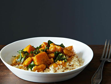 KALE, WHITE BEAN & SWEET POTATO KORMA_390x297