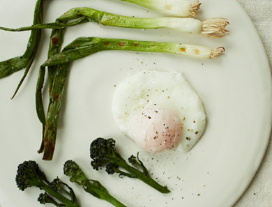 PURPLE SPROUTING BROCCOLI & SPRING ONION WITH POACHED EGG_390x297
