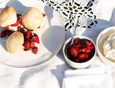 STRAWBERRY SHORTCAKE SLIDERS_390x297