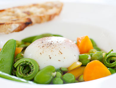 VEGETABLE RAGU WITH FARM EGG & CONSOMMÉ_390x297