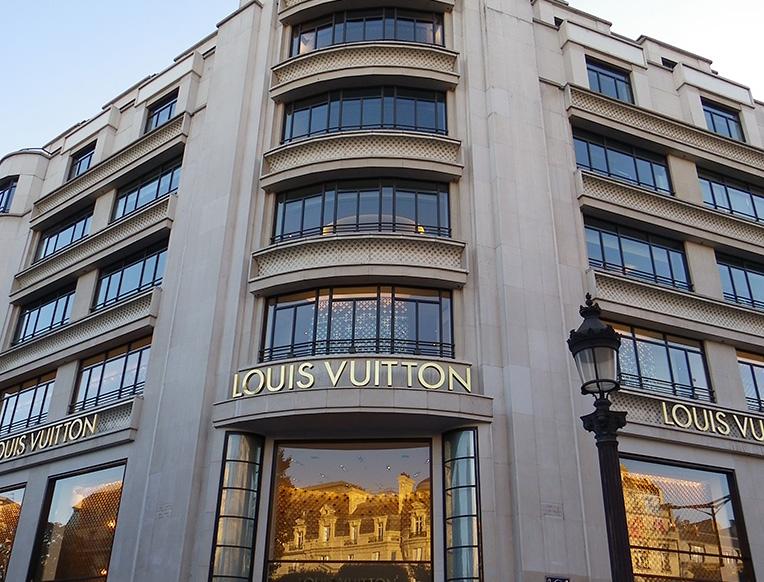 Louis_Vuitton_au_101_avenue_des_Champs-Elysées_à_Paris