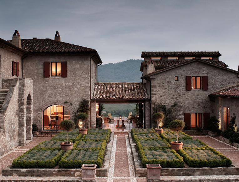 Castello di reschio goop for Design hotel umbrien