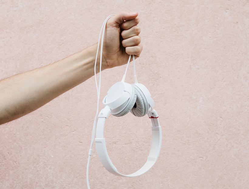 headphones-356824-hires