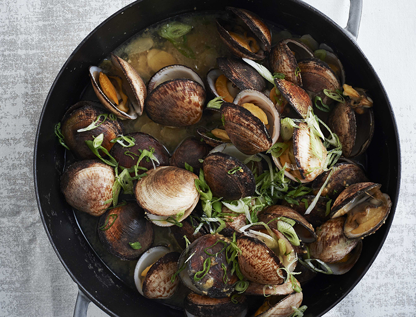 Miso Clams_IT'S ALL EASY_credit Ditte Isager-crop