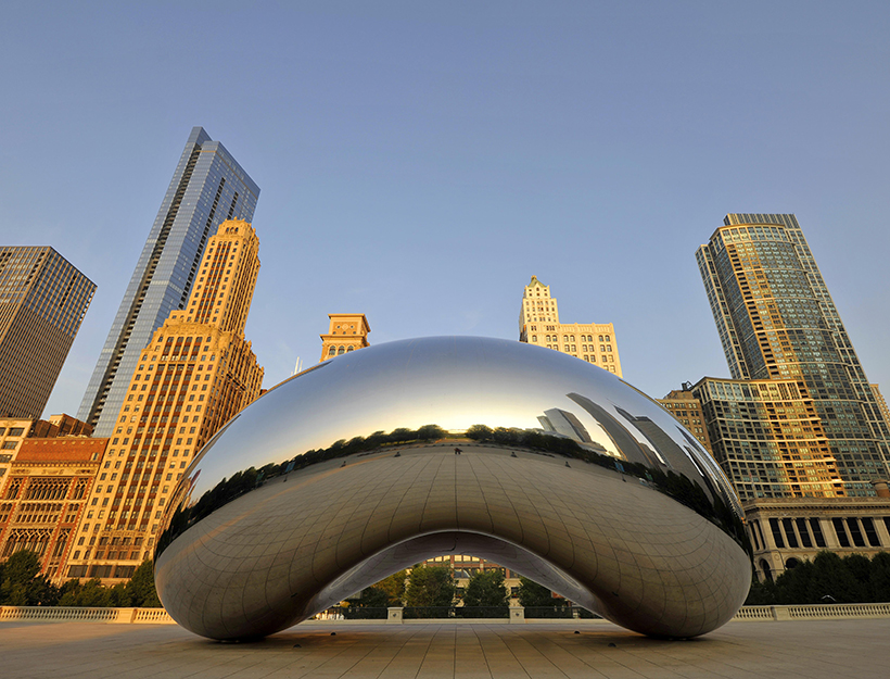 Cloud Gate sculpture, nicknamed The Bean, created by Anish Kapoor, in front of the skyline with Legacy at Millennium Park Building, The Heritage, Pittsfield Building, AT&T Plaza, Millennium Park, Chicago, Illinois, United States of America, USA, North America