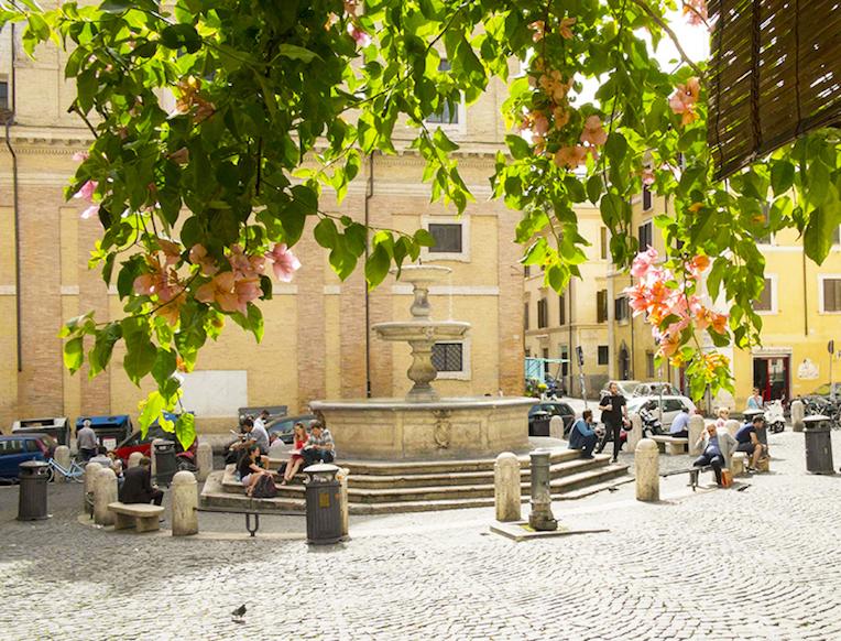 Bar in Piazza della Madonna dei Monti