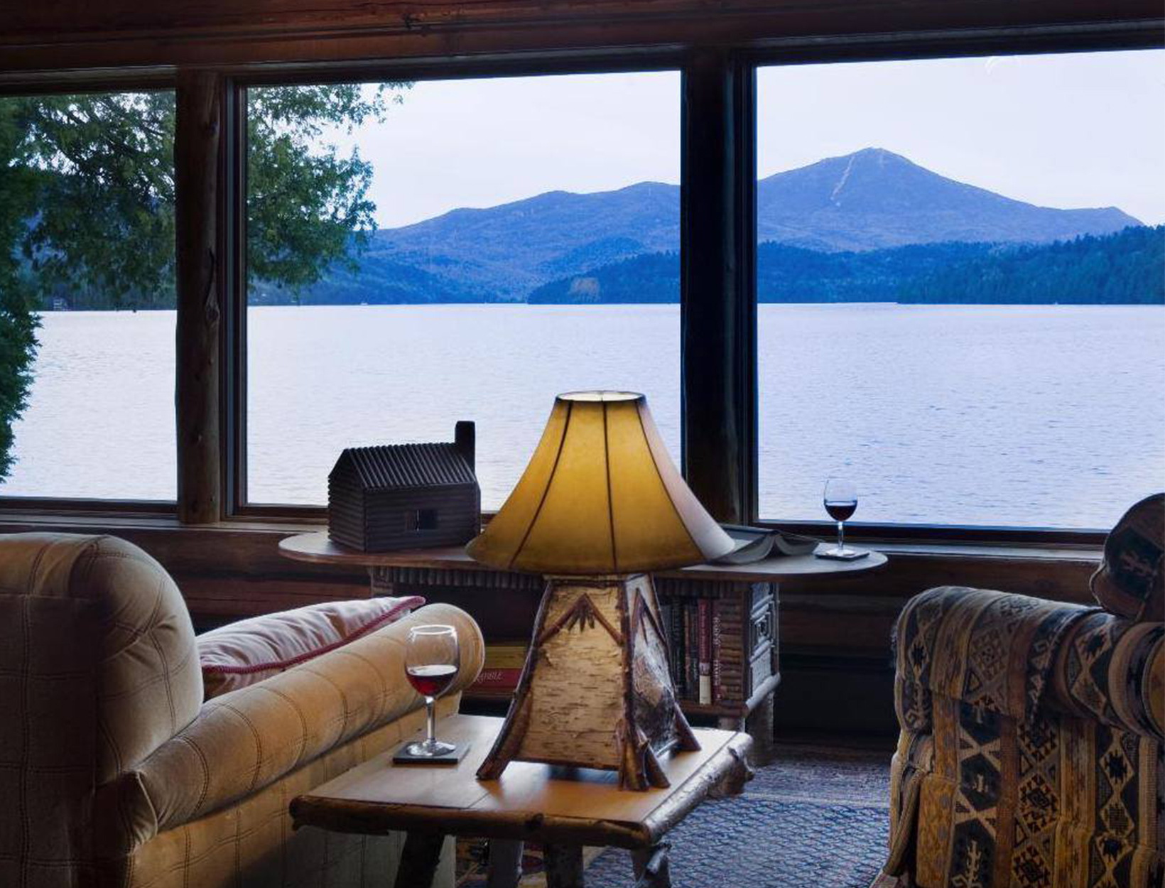 Lake Placid Lodge <br>Placid Gölü, New York</em>