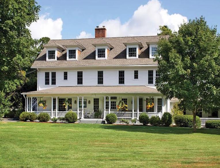 White Hart Inn <br>Salisbury, Connecticut</em>
