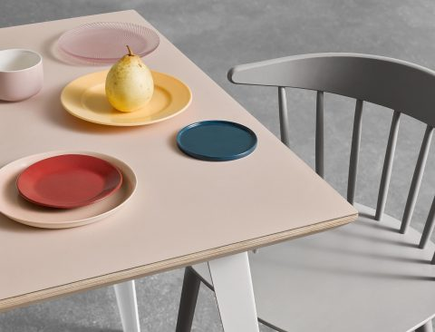 A Chic, Well-Priced Dinner Table (That Can Be Assembled in 5 Minutes or Less)