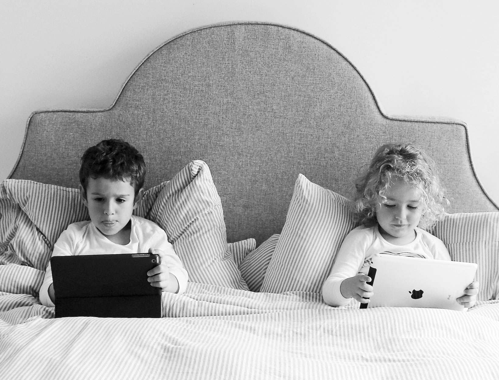 Kids Turn To Screens To Cope With >> The Parent S Guide To Healthy Screen Time For Kids Goop