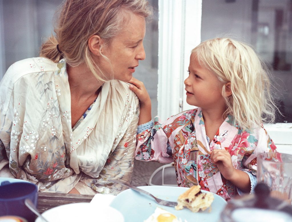 Do Childhood Attachment Patterns Inform Our Relationship with Food? | Goop
