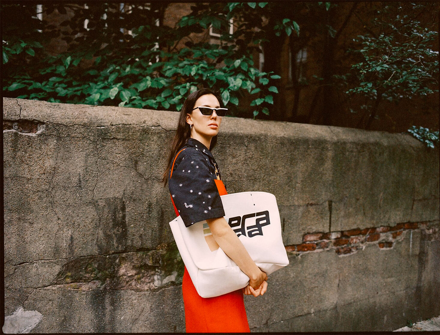 Model with canvas bag