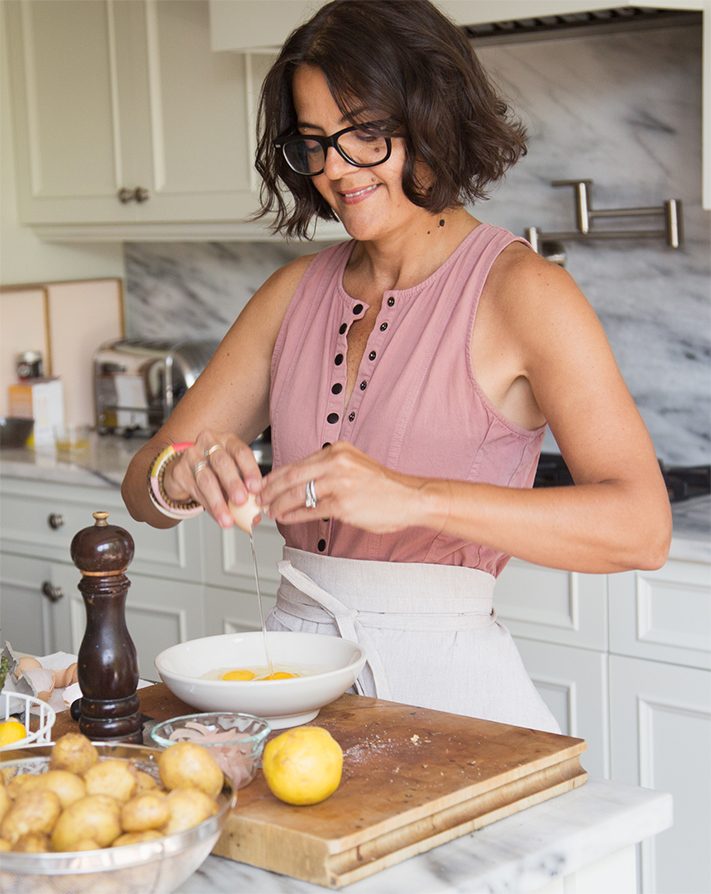 Michelle Manix making breakfast