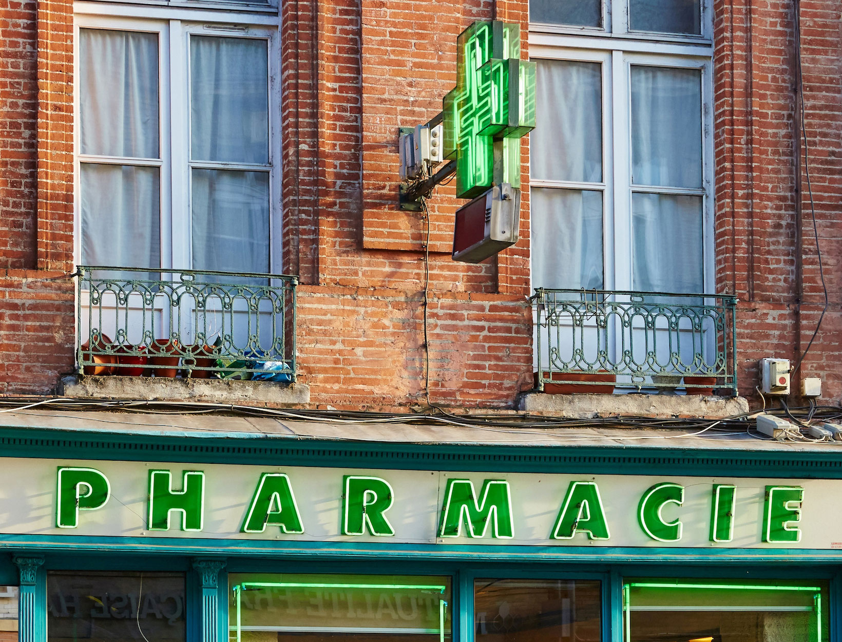 The French Pharmacy: Clean and Nontoxic Edition goop