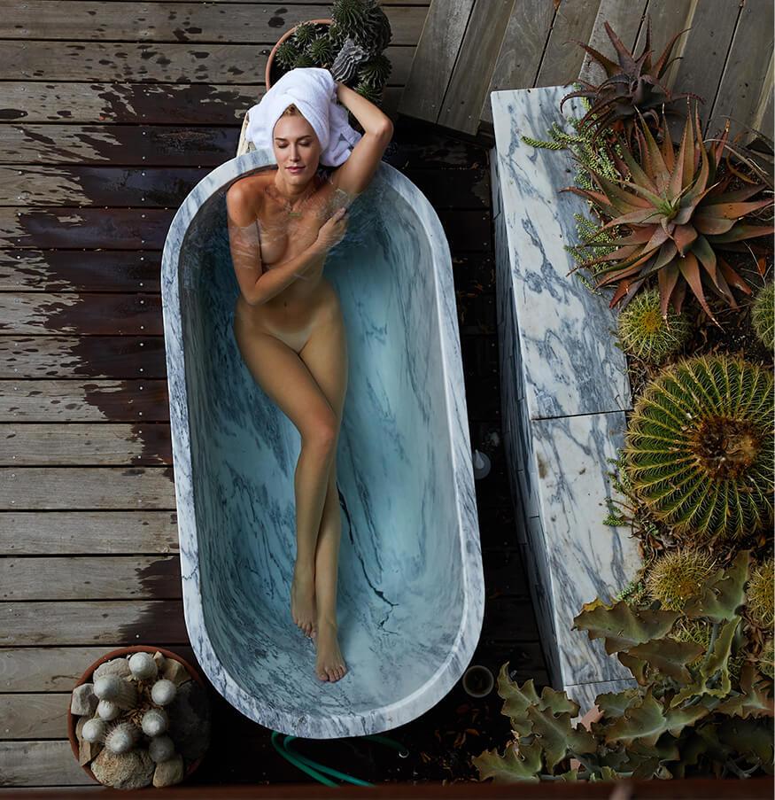 Bel in Bathtub