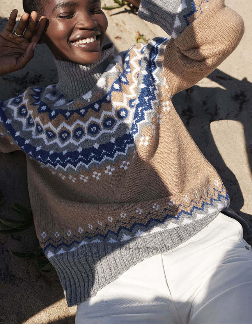 Model modeling G. LABEL Ana Fair Isle Sweater