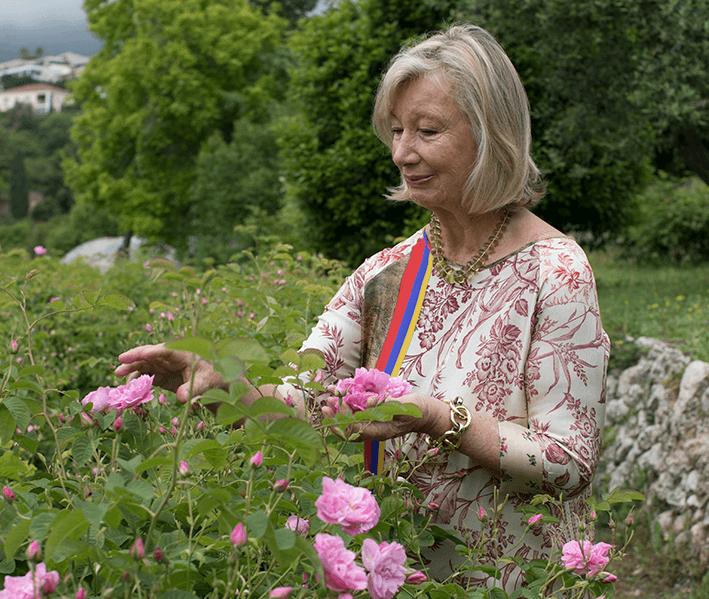 Chantecaille in garden