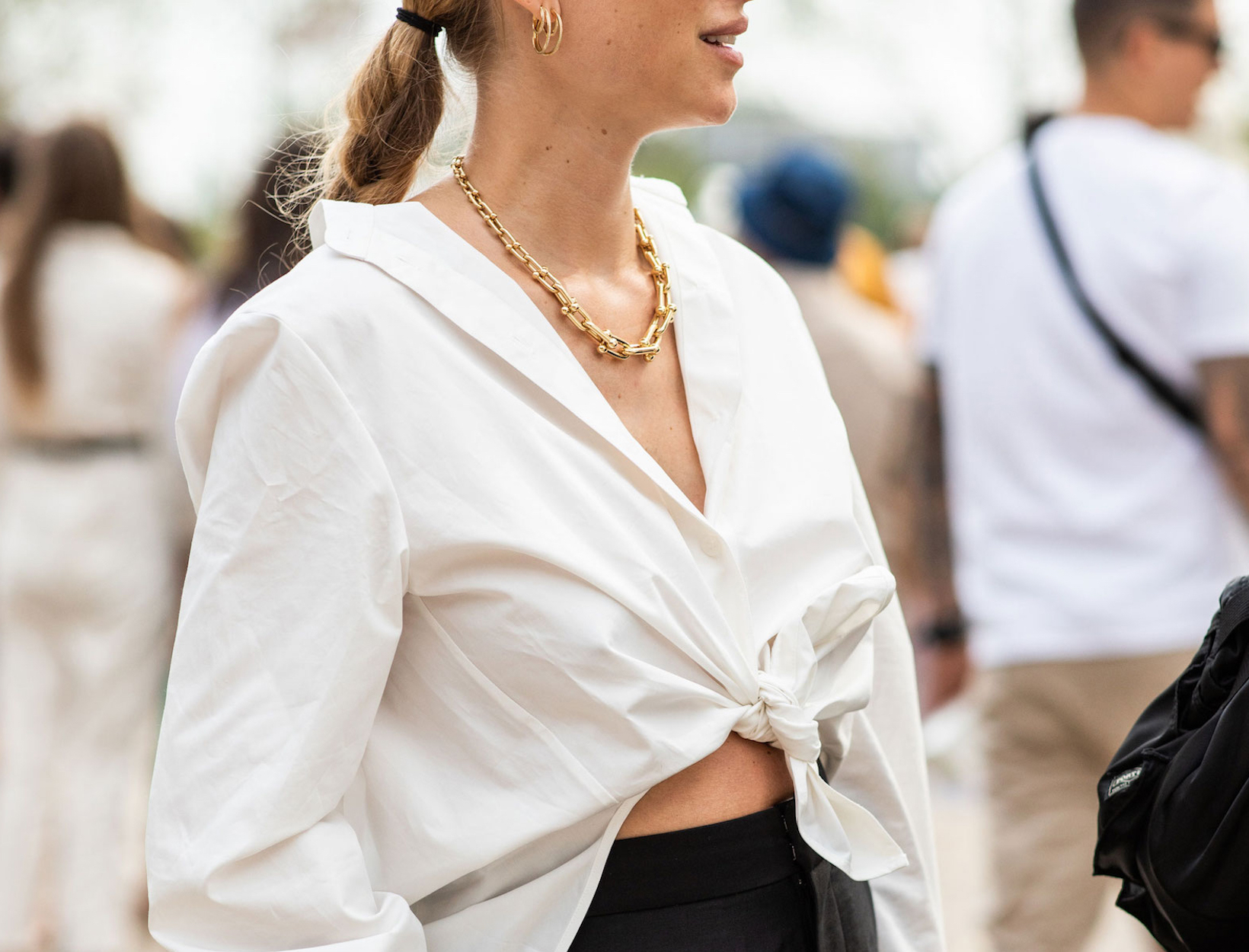 17a7efde86777 5 New Ways to Wear Gold Jewelry - Summer Jewelry Trends 2019 | Goop
