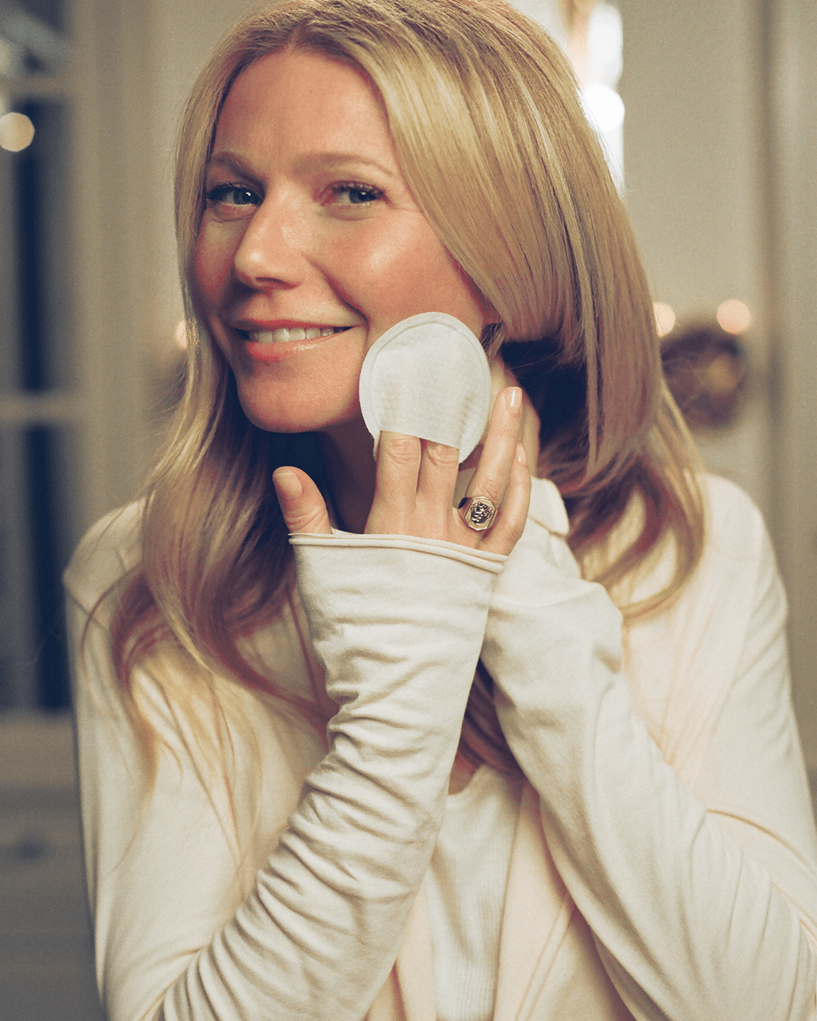 Gwyneth Paltrow using goopglow Peelpads