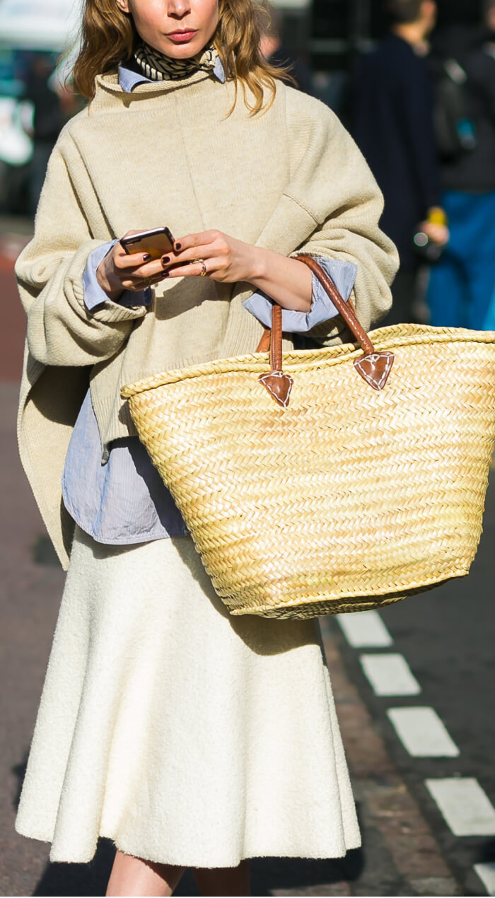 Women with tote