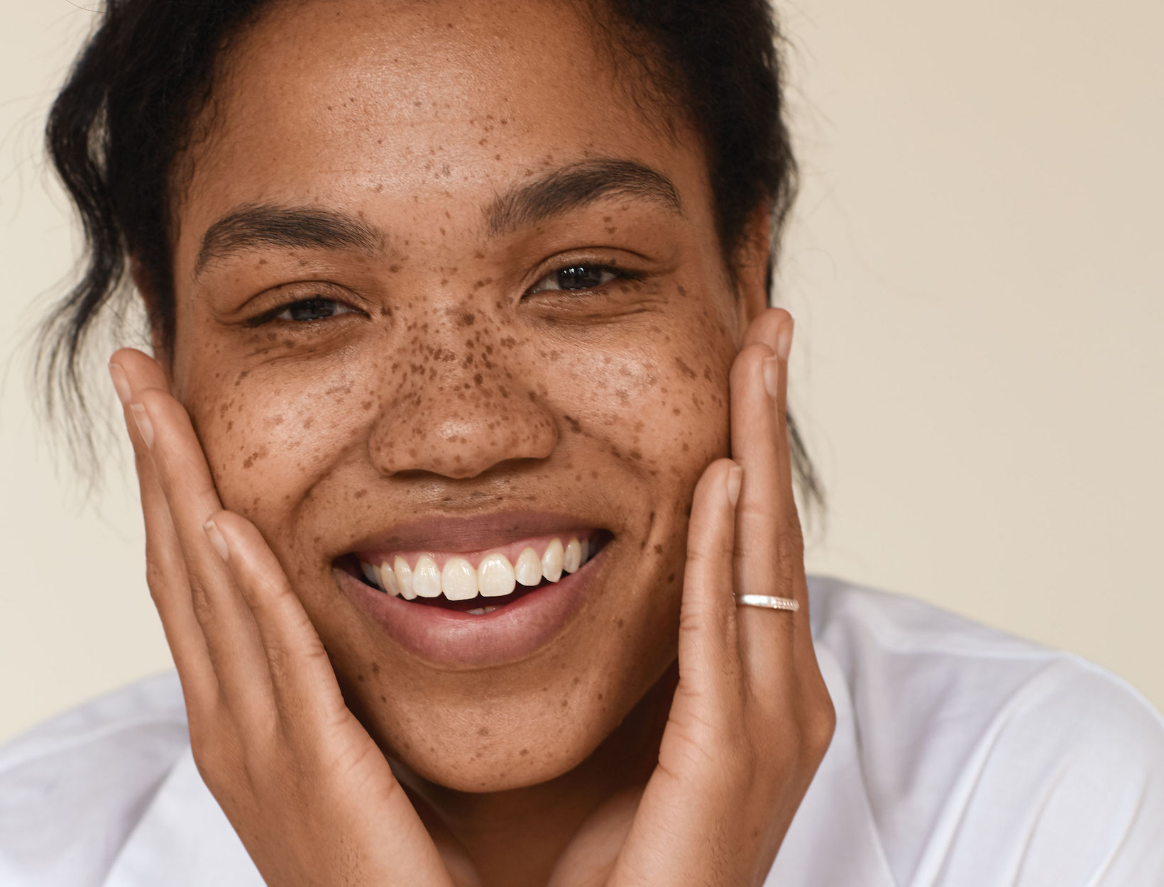 We're Obsessed: 3 Devices for Lifting, Sculpting, and Amping Up Glow at Home
