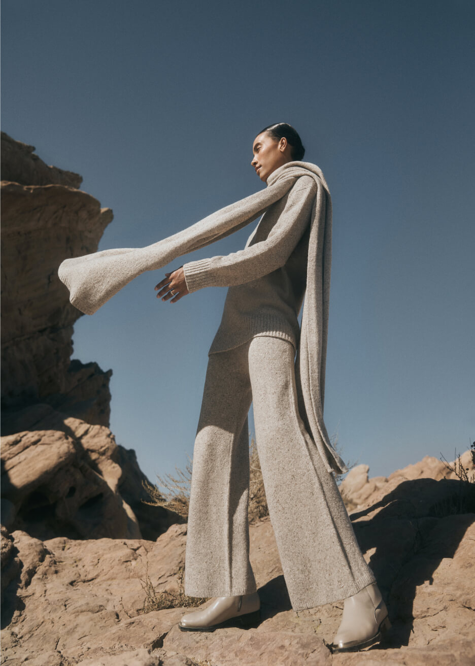 JOSEPH TURTLENECK scarf and trousers