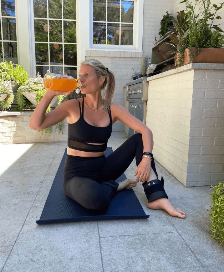 Gwyneth and Apple in workout clothes