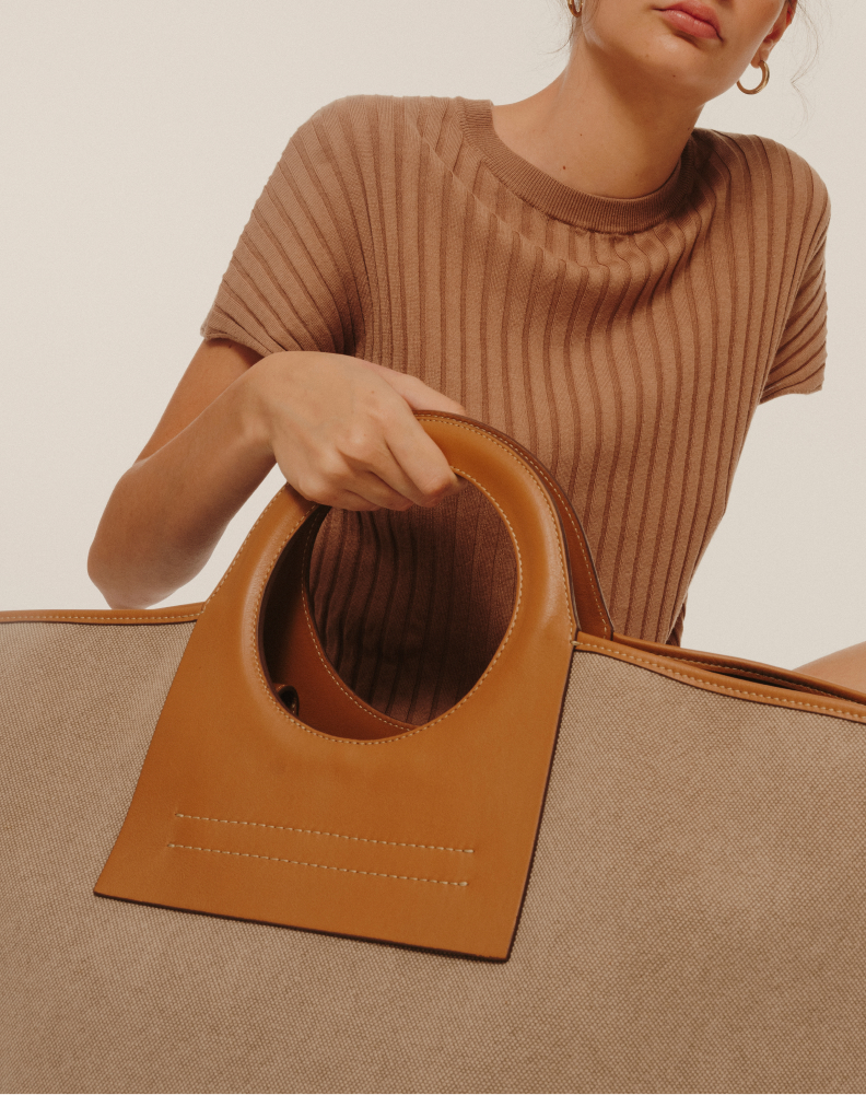 woman holding HEREU TOTE
