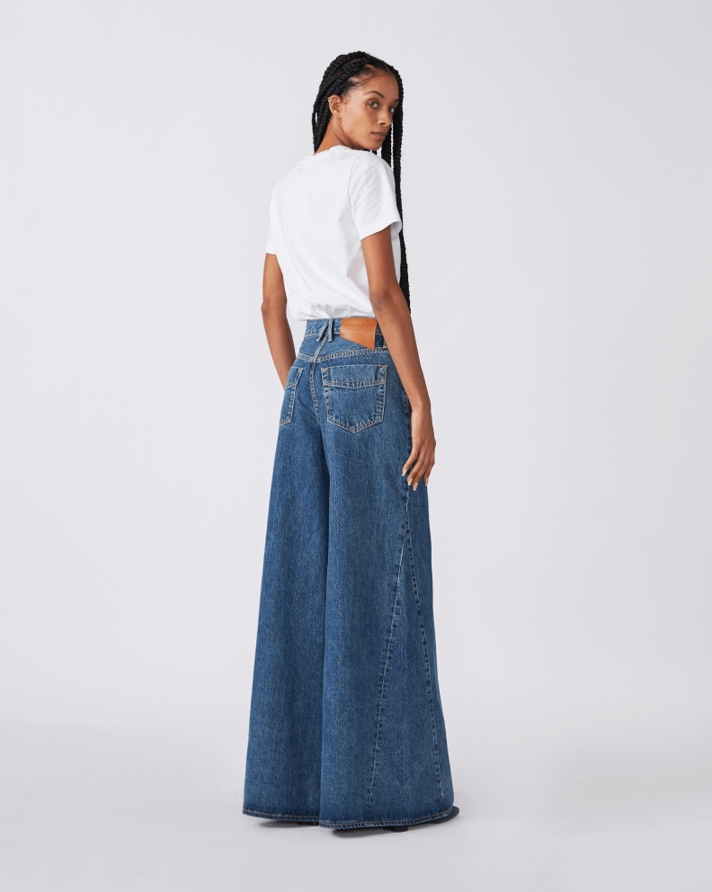 model wearing slvrlke baggy jeans