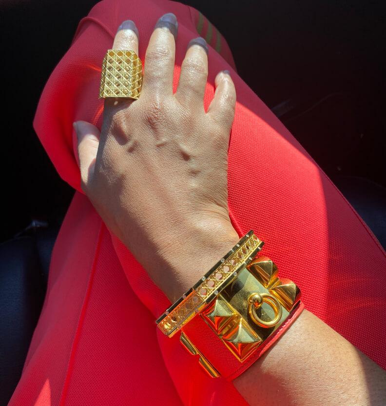 Moana Luu wearing jewelry