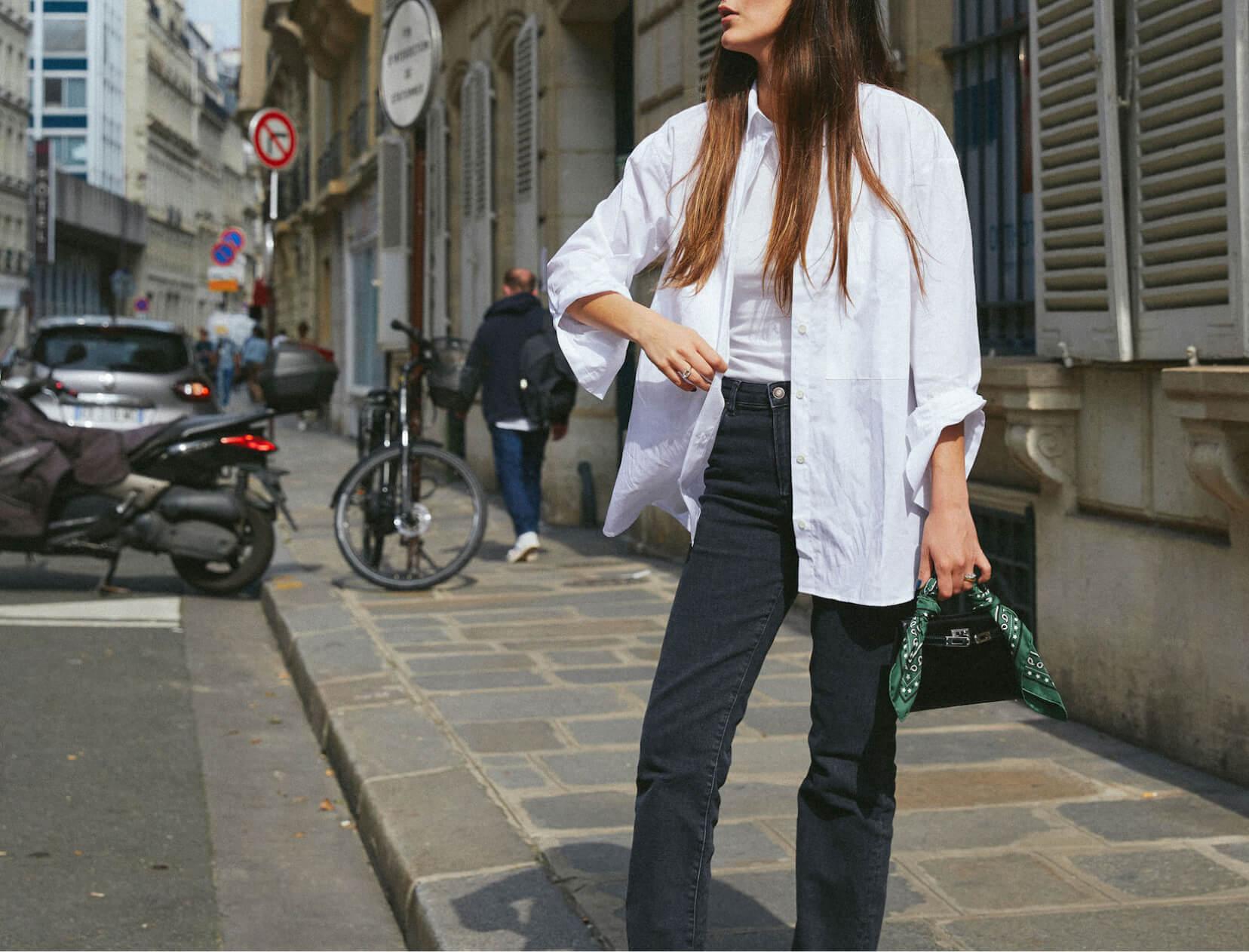 زن با پیراهن سفید دکمه دار